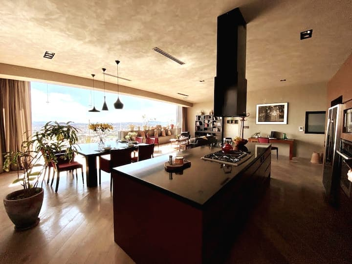 Spectacular views - Stunning 18th floor apartment