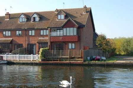The Waterfront - Wroxham - Hus