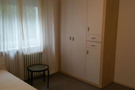 nice room in a wide open house - Wiesbaden - Casa