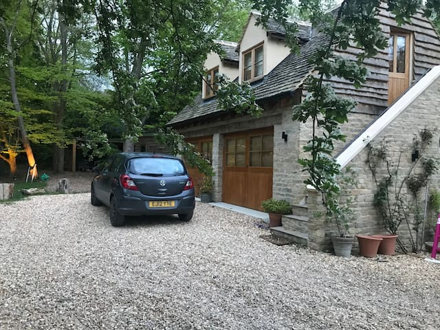 Self contained Annex, Cotswolds, Burford 5 miles.