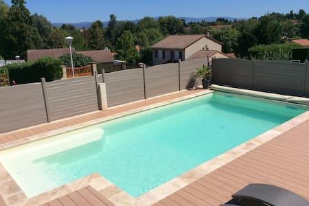 Grande maison avec piscine chauffée - Meximieux - Hus