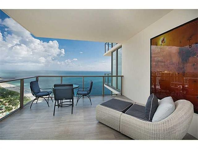 AMAZING OCEAN FRONT (180 DEGREES OCEAN VIEW) - Bal Harbour - Apartamento