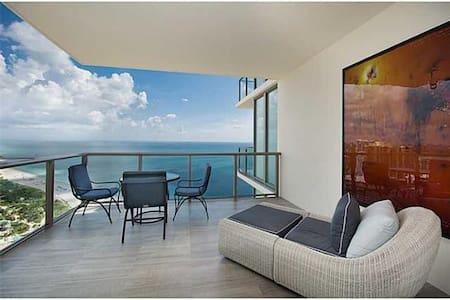 AMAZING OCEAN FRONT (180 DEGREES OCEAN VIEW) - Bal Harbour - Apartemen