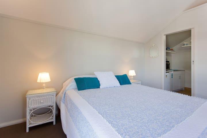 Resort comfort queen size bed with quality linen.