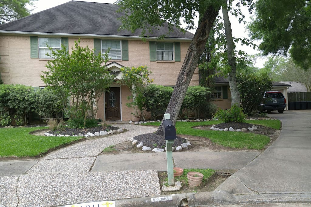 2 story house in a culdesac