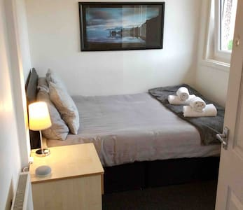 Close to Airport Good base for exploring Edinburgh