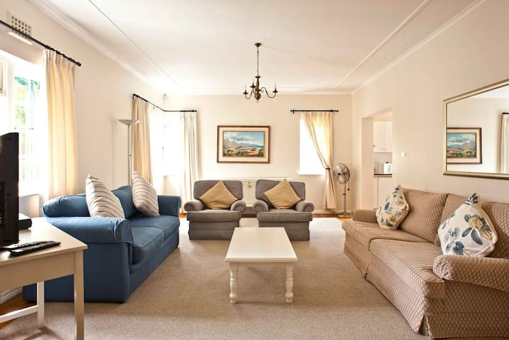 Cottage 2 Lounge area.