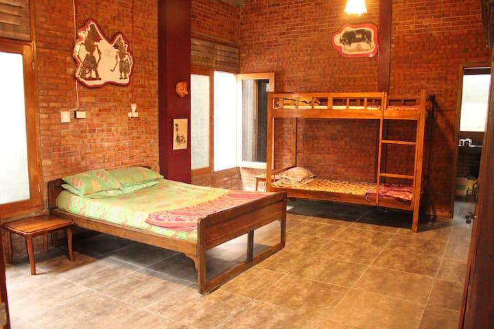 Roomy room, family room for 4