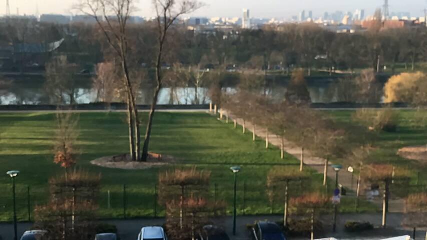 Chambre SDB WC et TV privés vue Seine 15 min Paris