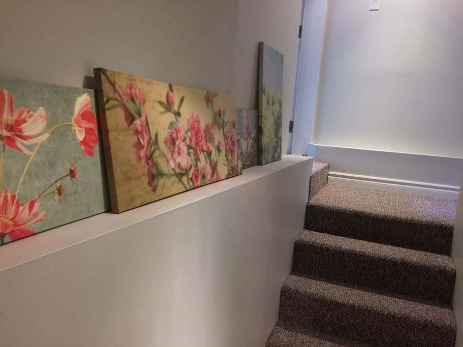 Private entrance gallery