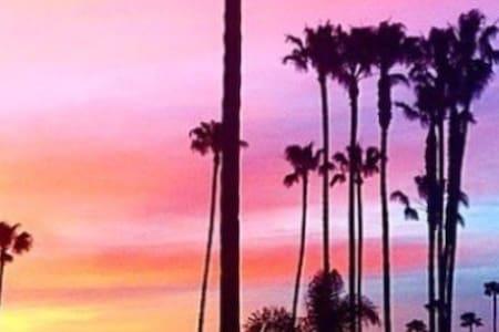 HUNTINGTON BEACH PIER CONDO RM W/ BALCONY :) - Huntington Beach