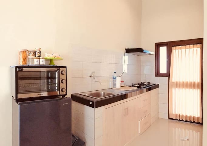 New Studio w/ Kitchen, Wifi and Patio in Kerobokan