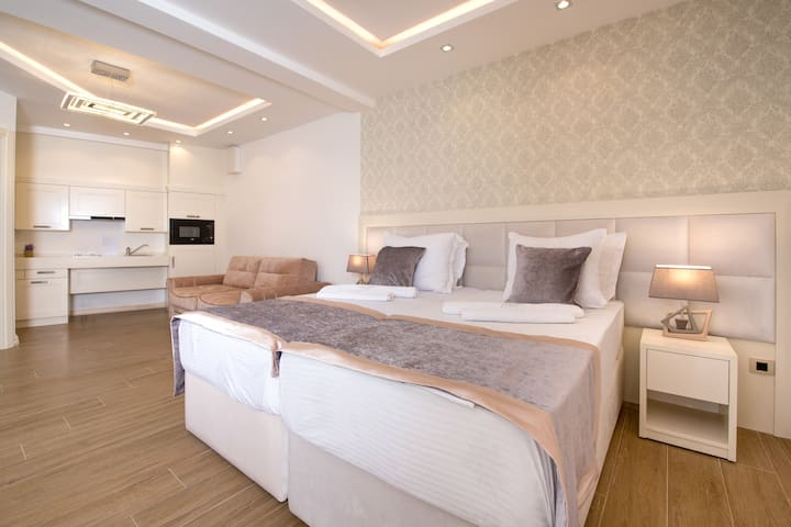 Luxury apartments by the beach&direct sea view