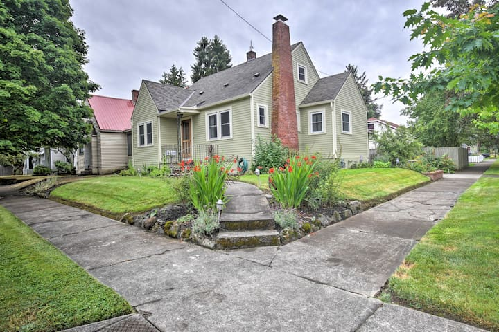 Charming Home w/ Yard - 5 Mins to Downtown Salem!