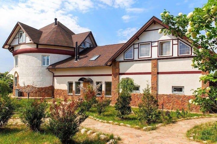 Шикарный дом вблизи города Санкт-Петербург