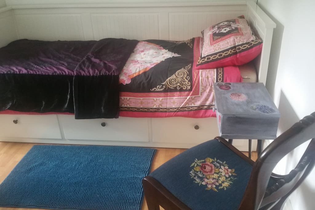 single bed bedroom with day bed from Ikea that can extend to double bed