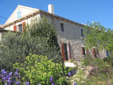 Villa Nana, stone house with kayak and bicycles