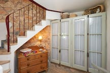 Storage space / dressing area