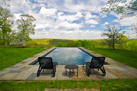 Washington Spectacular Views, 4BR Pool, Orchard - Washington
