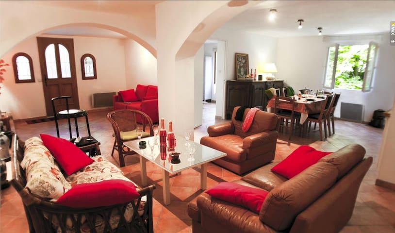 Appt 85 m2, terrasse sur rivière - Collobrières - Apartment