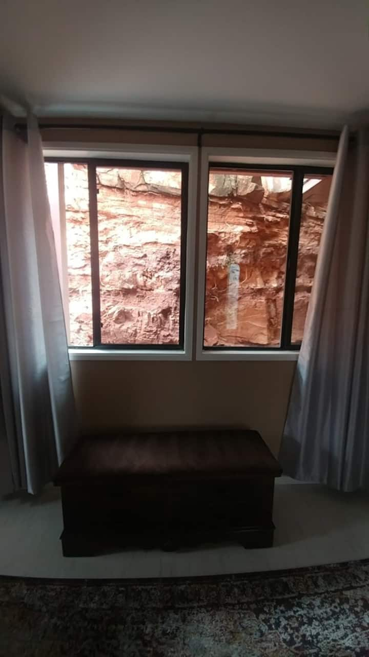 Private, clean and cozy apartment Uptown Sedona