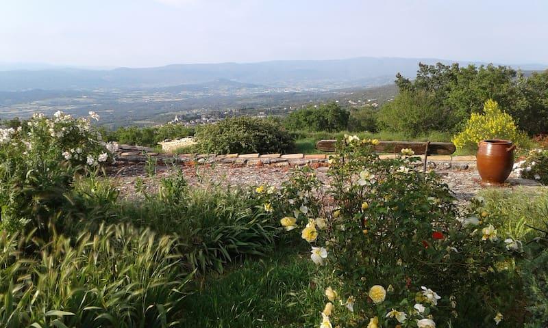 Une des petite terrasses du jardin