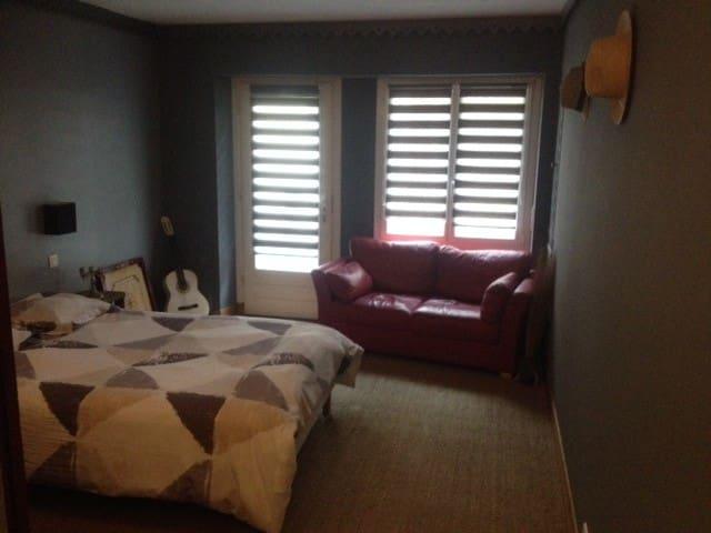 chambre + salle de bain privative - Douvres-la-Délivrande - Andere