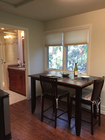 New, Cozy Apartment in Quiet, Neighborhood Setting - Menlo Park - Huoneisto