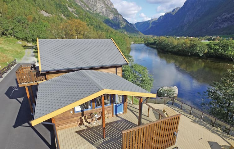 Holiday apartment with 3 bedrooms on 60m² in Dirdal