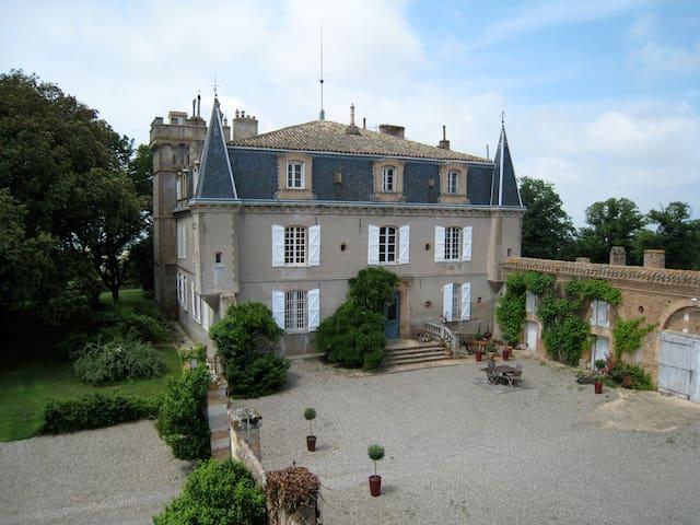 Chambre au château, avec terrasse - Cabanac-Séguenville - Aamiaismajoitus
