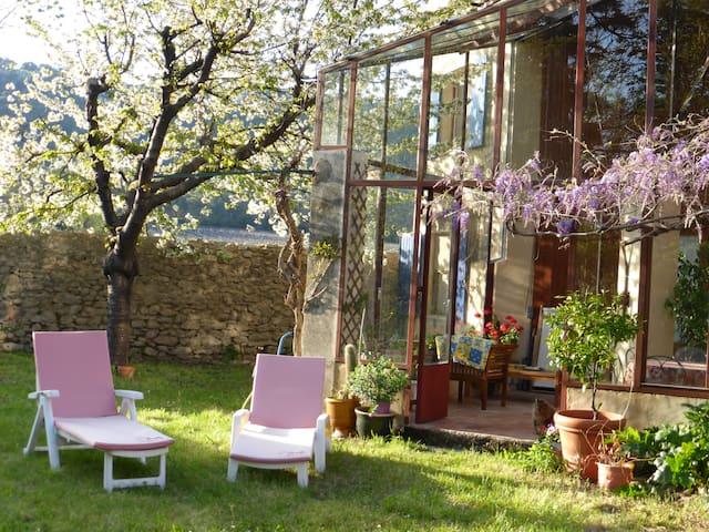 Charmante maison ancienne avec jardin ombragé - Fontanes - Hus