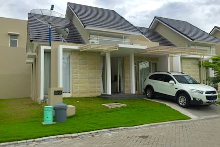 Quiet and Clean House at Waterpark Residence - Gamping - Rumah