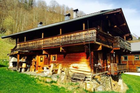Kitzbüheler Alpen: Urige Almhütte Obergeschoss - Stuhlfelden - Almhütte