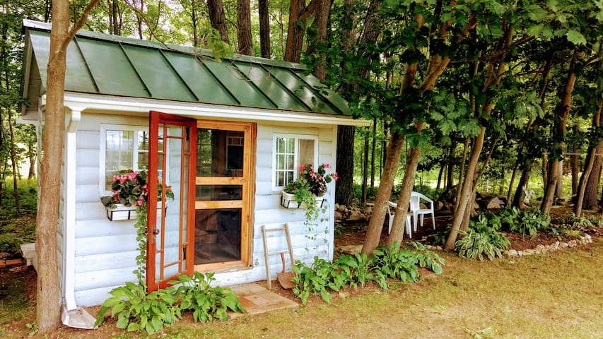 Hummingbird Hut 88 sq ft offgrid Teeny Tiny Hut