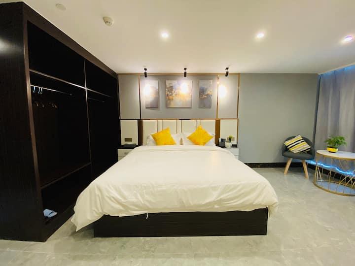 豪华轻奢大床房