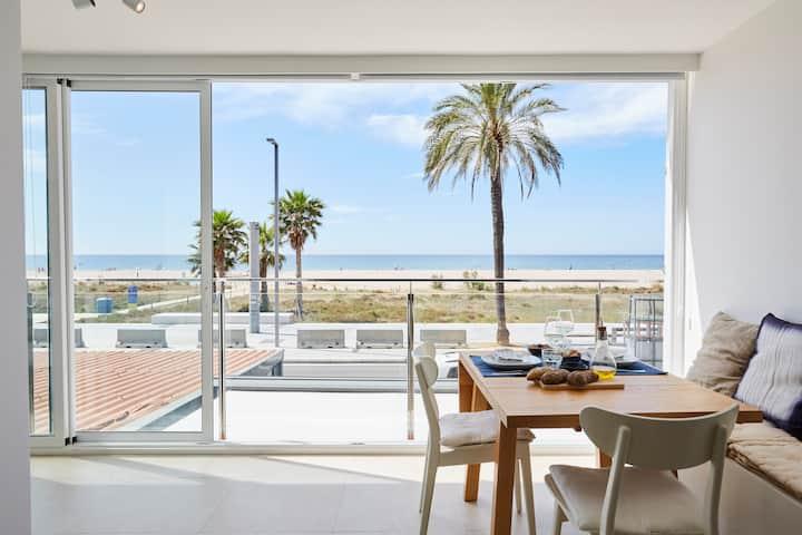 Sunny beachfront escape, Castelldefels Playa