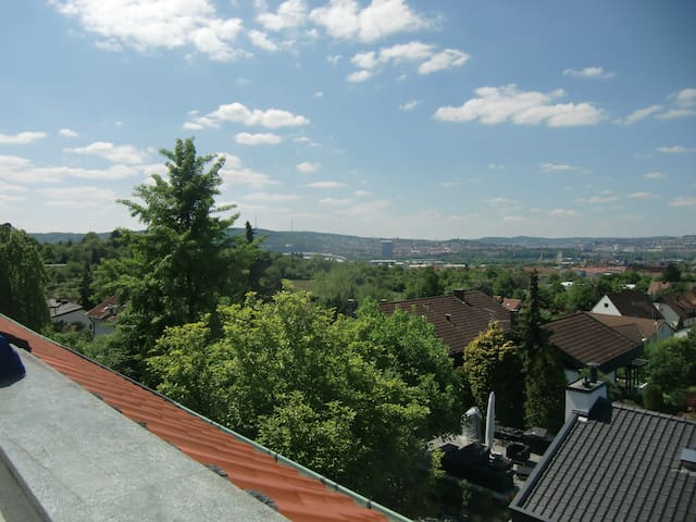Nice area, close to city center - Stuttgart - Casa