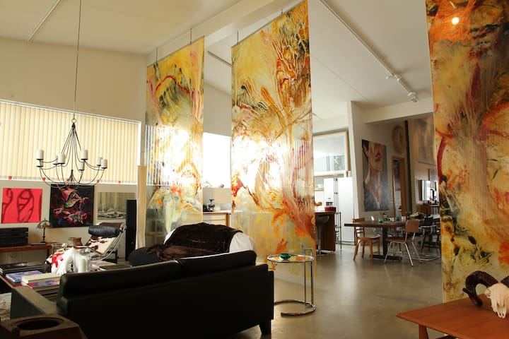 Spacious Artist house with very unique atmosphere - Kópavogur - House