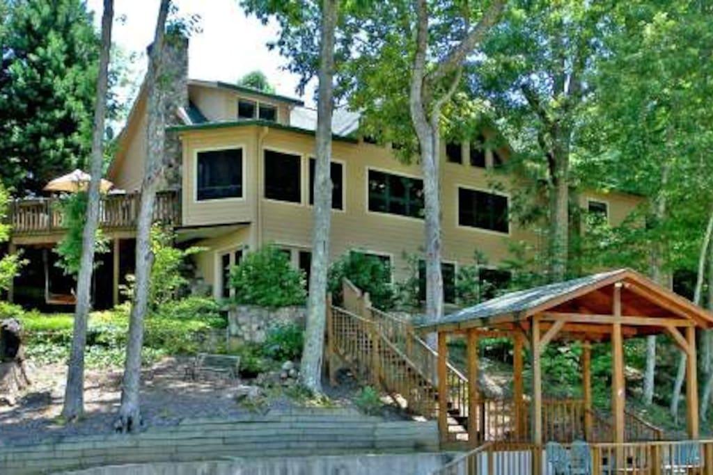 Gorgeous Seven Bedroom Lake House!!