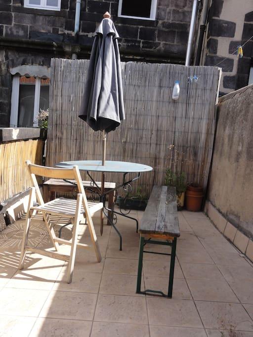La terrasse pour faire une pause, au calme, tout en étant au cœur de la ville.
