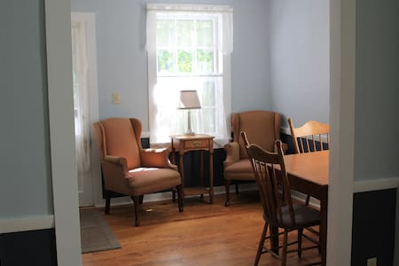 Private Suite, Queen, Children/Pets - Shelburne Falls