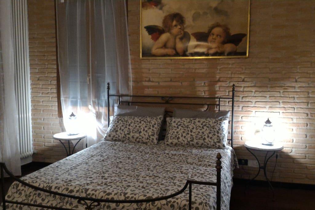 camera rosa matrimoniale con bagno