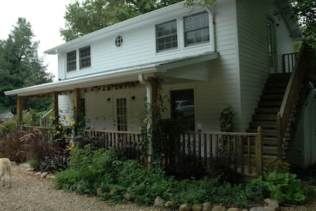 Linnaea Gardens Guest House Unit #2 - Jonesborough - Bed & Breakfast