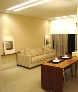Espaçoso quarto e sala na Barra - Rio - Apartment