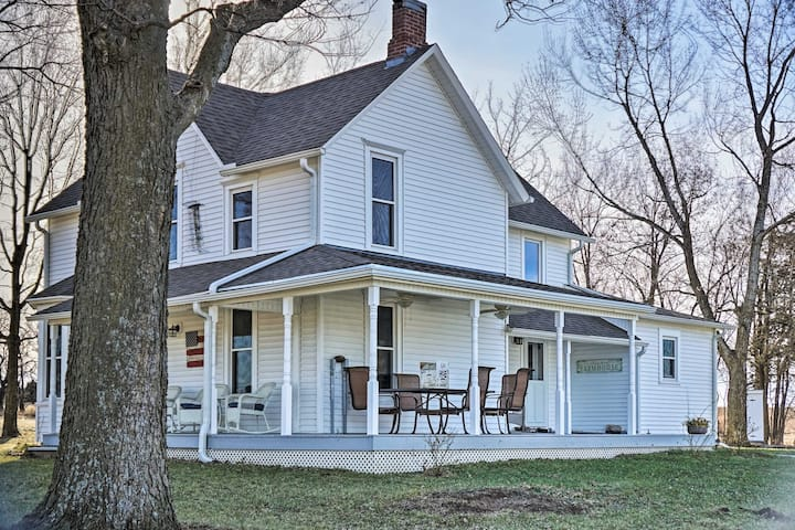 Farmhouse on 13 Acres Between Lawrence & Topeka!