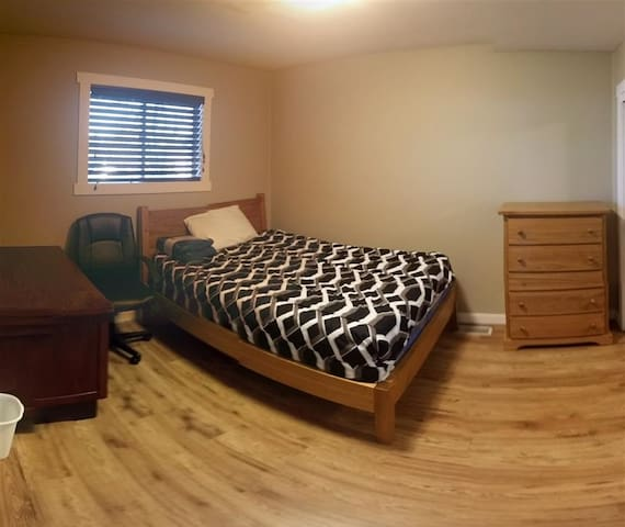 Great Room, Large House,  Quiet UVic Area
