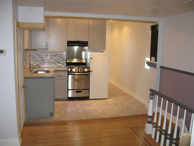 Modern beautiful 1 BD apt on quiet pedestrian st
