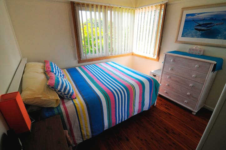 Asquith walk to Station - Queen Bed - Eco Friendly