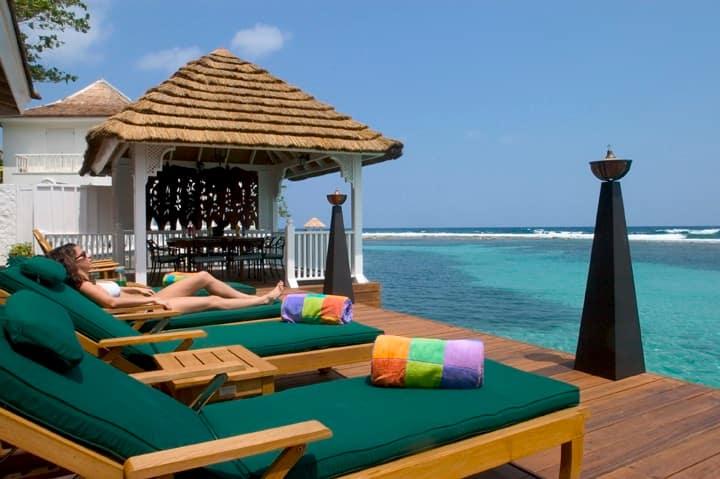 Een luxe 4 slaapkamer villa aan zee