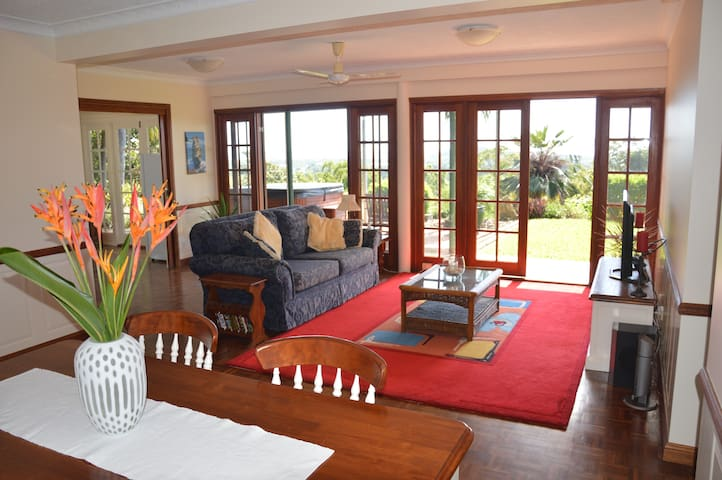 Ocean Heights - 180˚ Panoramic Sea Views - Trinity Beach - Pis